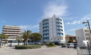 parcheggio-hotel-albergo-milano-san-salvo-marina-vacanza-mare-abruzzo-italia-459x280